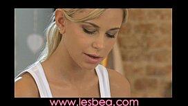Lesbea Young girl sinks...