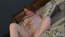 Amateur redhead mom in...