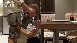 网络达人给学妹补习把她抱上桌子上干呻吟刺激