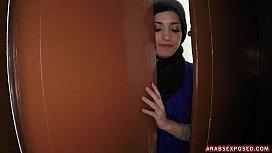 American tourist wants arab pussy www.xlxx