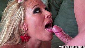 Blonde milf Mellanie Monroe...