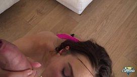 Lana Rhoades jeune brunette aux gros seins se prend une grosse bite