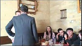 Di nascosto al ristorante...