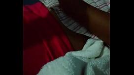 Mi prima se duerme en mi cuarto y la toco jeje