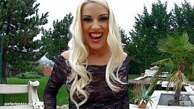 Asstraffic Stunning blonde warms...