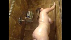 Gordelicia Se Masturbando No Banho