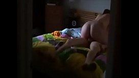 Filho filmou o pai metendo a rola na xana da sua mãe 3gpking.com