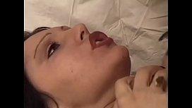 Infermiera si fa sfondare il culo e la figa dal suo paziente