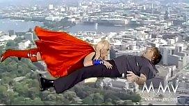 Supergirl Kelly Trump...