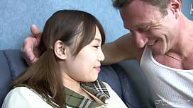 Giovane studentessa giapponese squirta...