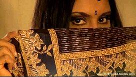 Indian MILF Dancer So...