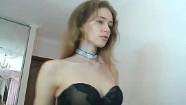 fata foarte frumoasa isi arata curul sexy si rau