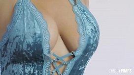 Natasha Nice Wears a...