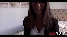 Novinha gostosa de oculos...
