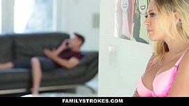 FAMILYSTROKES - MADRASTRA MILF SE...