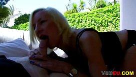 VODEU - Blonde haarige Mutter...