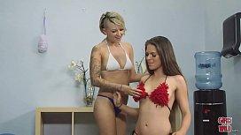 GIRLS GONE WILD - Lesbians...
