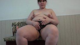Thick Russian girl masturbates...