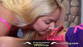 Lesbian Pissing - Hot blondes...