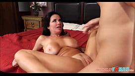 Sexo com a mãe peituda e safada