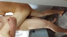 욕실에서 한판!!