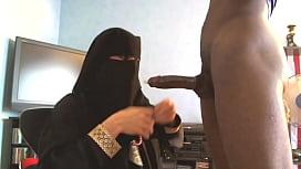 Suceuse en niqab...