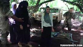 Afgan arab woman sucks...