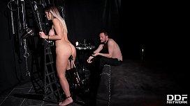 Submissive hottie Vittoria Dolce...