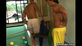 Morenos brasileiros transando na mesa de sinuca