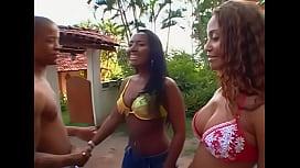 Putaria brasileira com duas bundudas safadas