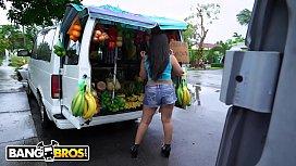 BANGBROS - Fruit Lady Luna...