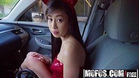 Mofos - Stranded Teens - Jade...