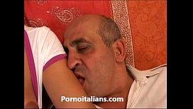 Lolita italiana fa sesso...