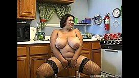 Busty BBW in sexy...