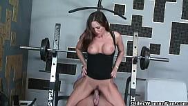 Fitness milf Sky Taylor...