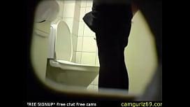 Подглядывание за казашками в туалете