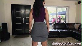 Huge booty babe fucked...