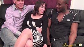 Gangbang interracial pour Nina...