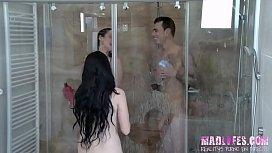 Rul se ducha mientras...