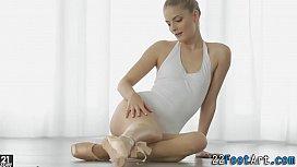 Ballerinas feet cumshot...