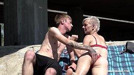 Skinny trapper licks short-hair granny under the bridge