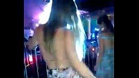 Loira gostosa no baile...