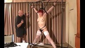 Nude bimbo is playing with herself era