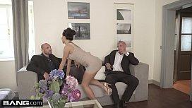 Glamkore - Daphne Klyde gets...