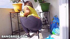 BANGBROS - Latina maid Mariah cleans more than just the apartment (mda15731) yuojiiz