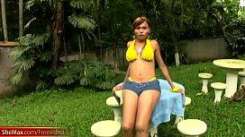 Feminine shemale in yellow...