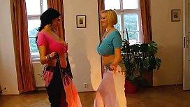 Deux danseuses du ventre...