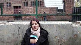 Teen Indian Zarina Massoud Peeing Ou ...