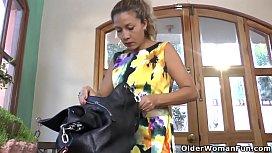 Latina milf Susana puts...