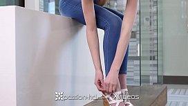 PASSION-HD Lean brunette...